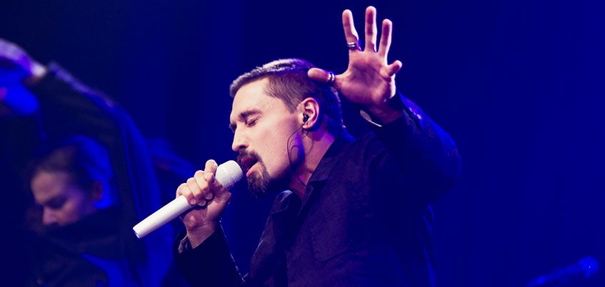 Крики из зала, самолетики с посланиями и безудержные танцы: как прошел концерт Димы Билана в Ижевске