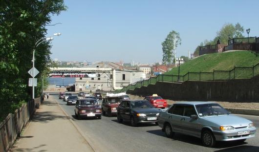 В Ижевске на Дерябина светофор перенесли к въезду на мост