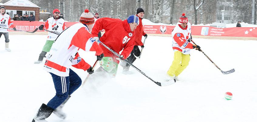 Фоторепортаж: 30 лучших фото с турнира по хоккею на валенках в Ижевске