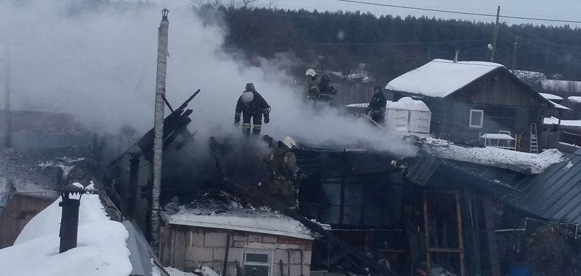 Очевидцы: Ижевчанин спас двух женщин из пожара на улице Бабушкина