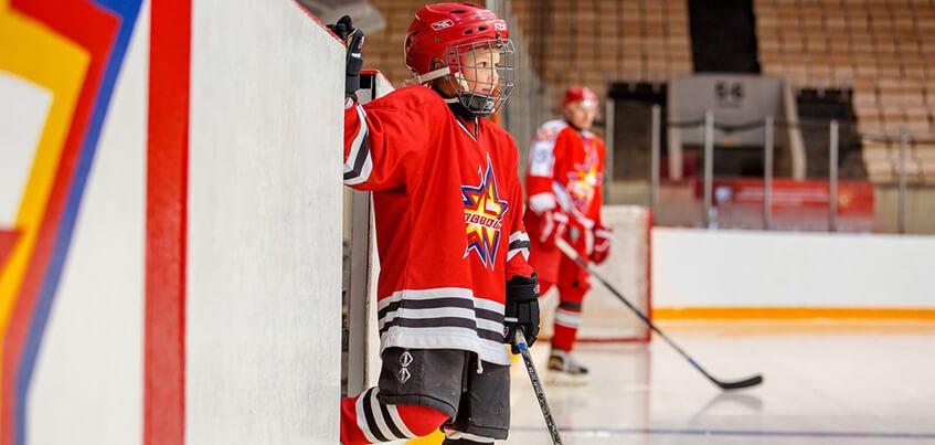 Девочка-вратарь мечтает попасть в НХЛ, а сын экс-капитана «Ижстали» – выиграть Кубок Стэнли: какие планы у юных хоккеистов в Ижевске