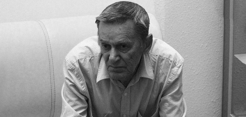 «Наша память - самый лучший памятник»: Ижевск простился с сыном легендарного Михаила Калашникова