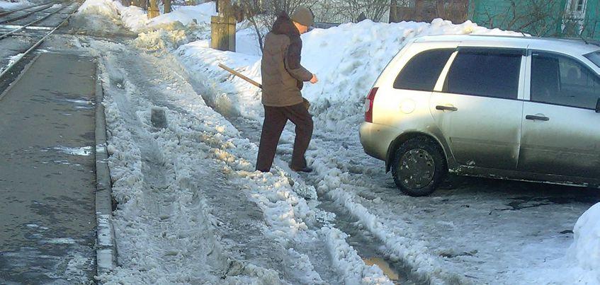 Перезимуем: ижевчане жалуются на «кашу» на дорогах