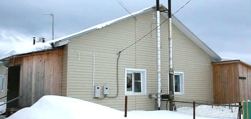 Потолок обвалился в доме для переселенцев из аварийного жилья в Кезе