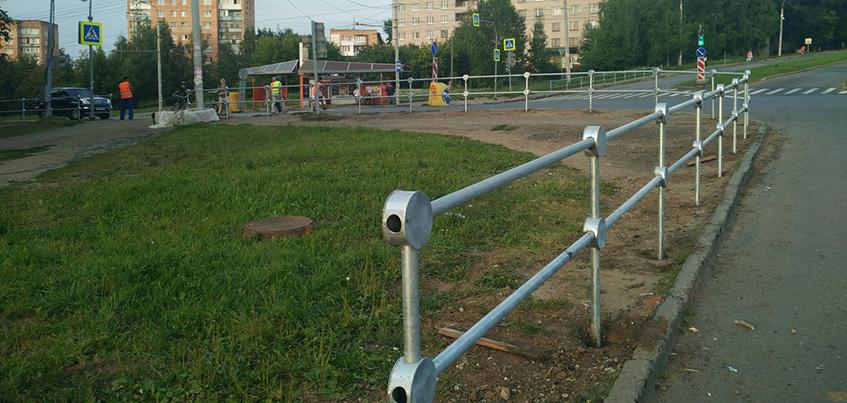 В Ижевске на четырех участках дорог установят перильные ограждения