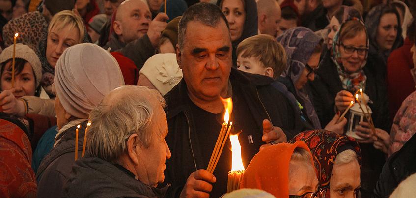 Как жители Ижевска встретили Благодатный огонь