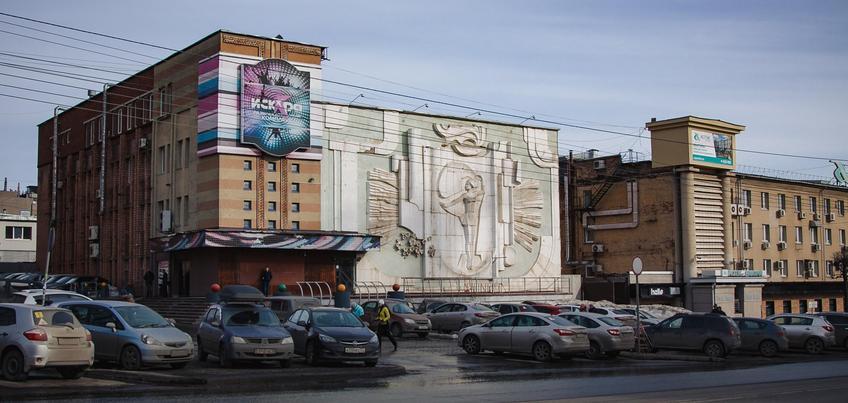 Прогулки по Ижевску: кто и как создавал барельеф «Юность» на улице Пушкинской