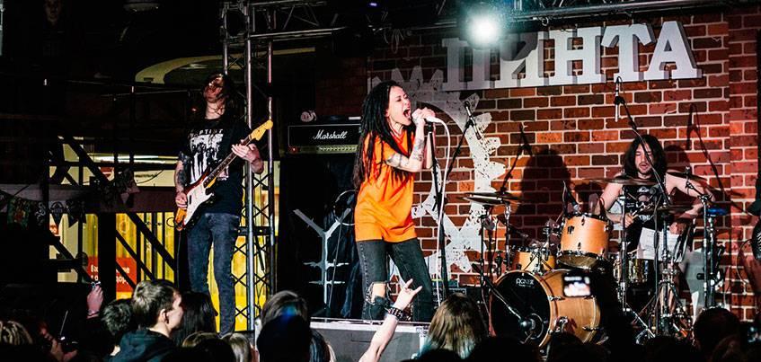 Участница шоу «Голос» Дария Ставрович выступила со своей группой в Ижевске