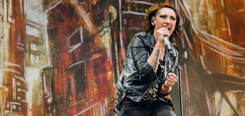 Вокалистка группы Louna исполнит в Ижевске песни Tracktor Bowling