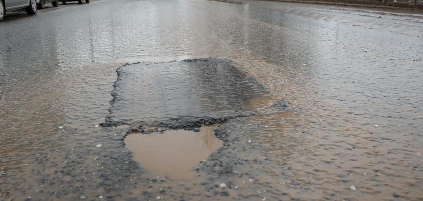 29 предписаний по устранению дорожных дефектов выдала ГИБДД Удмуртии за апрель