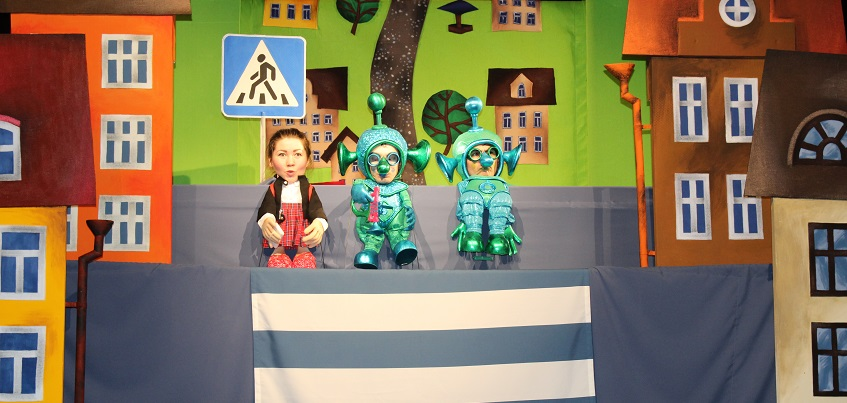НЛО, варенье и Правила дорожного движения: в театре кукол в Ижевске детей учат ПДД
