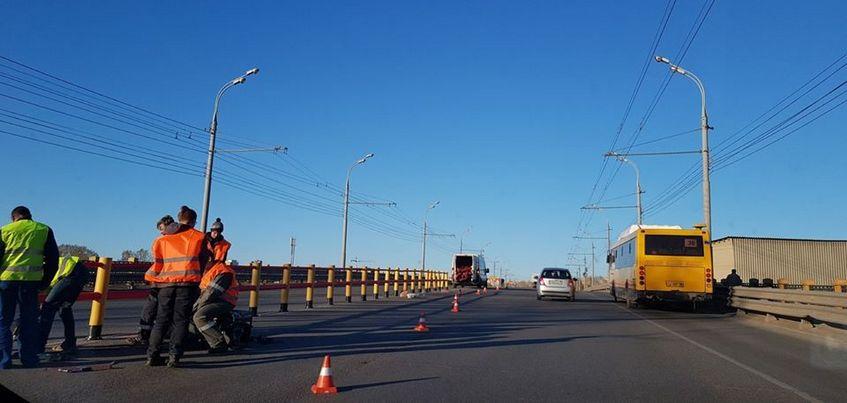 Разделительное ограждение появилось на мосту по улице Новоажимова в Ижевске