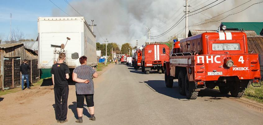 МЧС: техника приступила к тушению пожара с земли у Пугачево