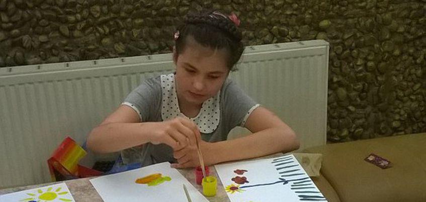 Нужна помощь: 16-летняя Юля с аутизмом выигрывает Всероссийские конкурсы рисования