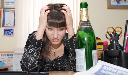 Трудоголизм может привести к алкоголизму