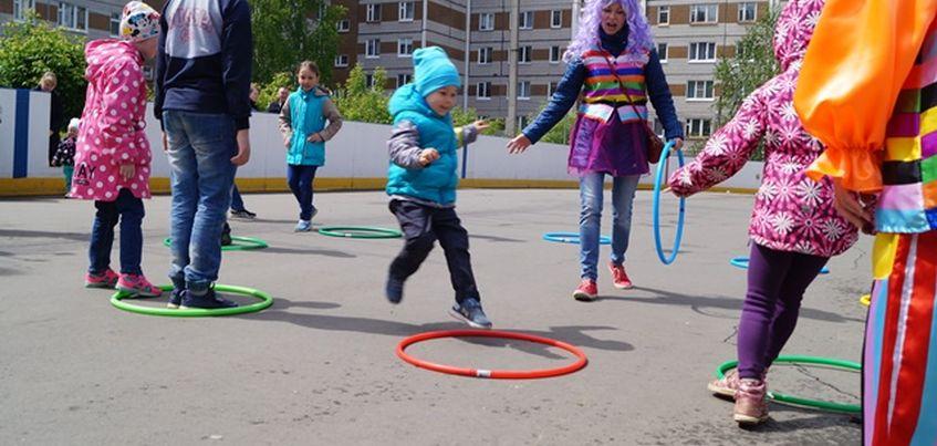 Живая музыка и танцы: жители Ижевска отпраздновали День двора