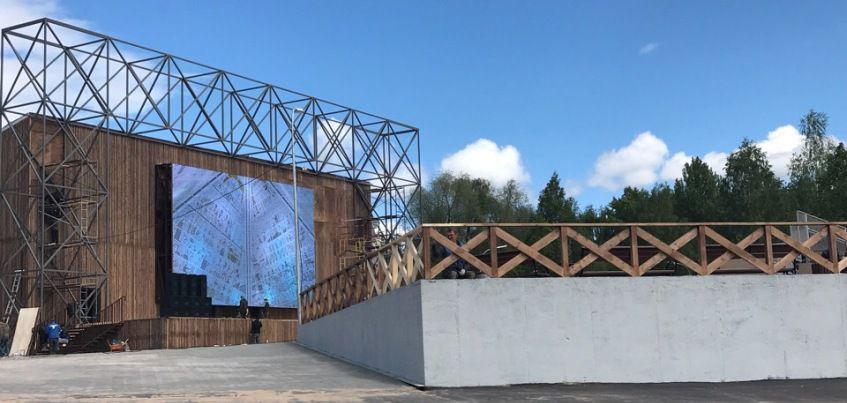 Фотофакт: экран начали устанавливать в фан-зоне в парке Кирова в Ижевске
