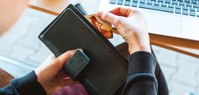 В путешествие за бонусы и покупки в рассрочку: ТОП-5 банковских услуг, которые помогут сэкономить