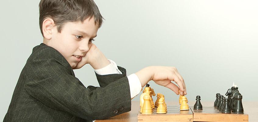 Партии по 5 часов и планы обыграть чемпиона мира:все о детских шахматах в Ижевске