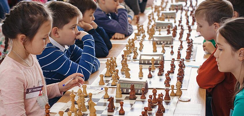 Более 450 школьников из 17 регионов участвовали в этапе Кубка России по шахматам в Ижевске