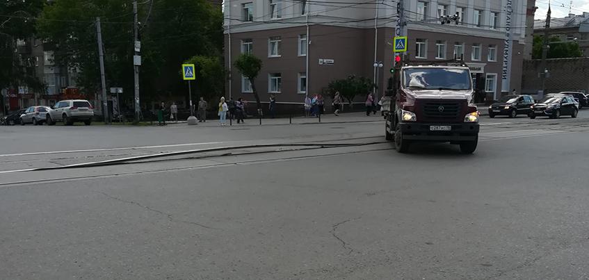 Фотофакт: в Ижевске от жары «вспучило» рельсу