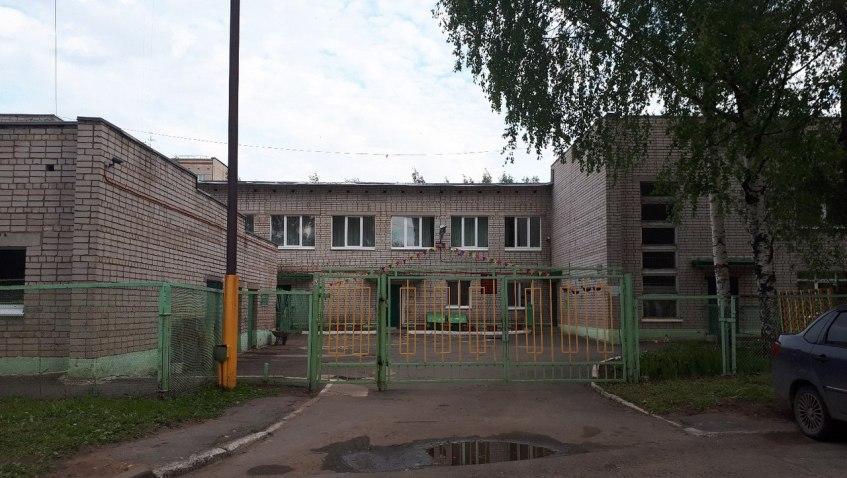 «Год без крыши»: власти Ижевска пообещали к ноябрю отремонтировать детский сад №245