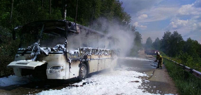 Автобус с туристами из Ижевска загорелся в Башкирии