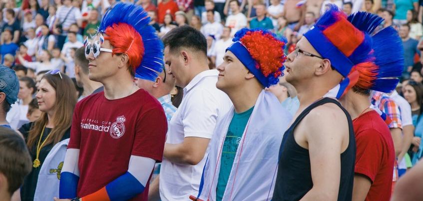 Усы как у Черчесова: как ижевчане болели за сборную России в матче с Уругваем