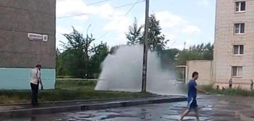 Порывы двух трубопроводов произошли в Ижевске