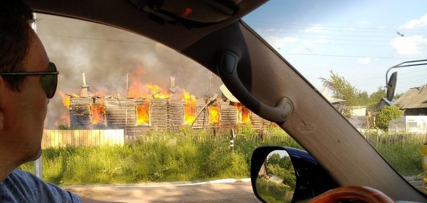 Многоквартирный дом сгорел в селе под Ижевском