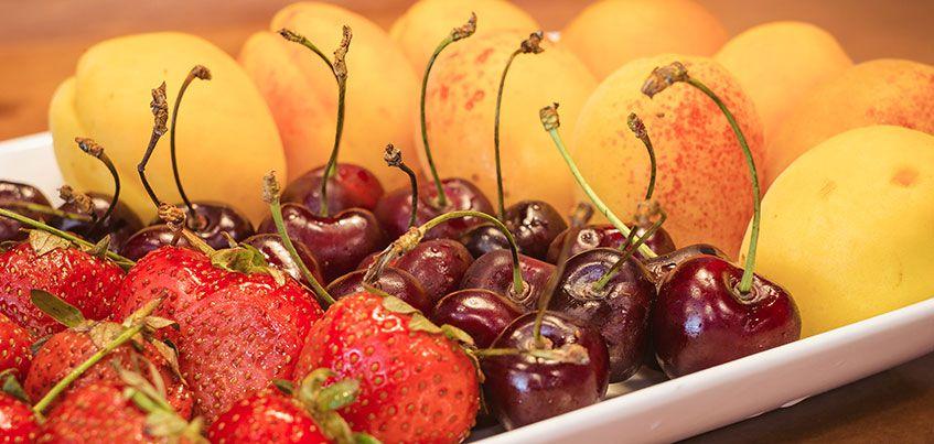 Откуда в Ижевск везут абрикосы и черешню и есть ли в них «опасные» нитраты?