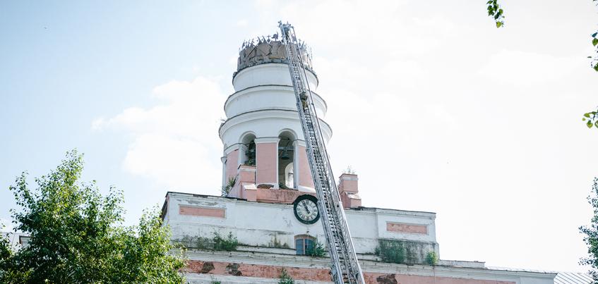 В администрации Ижевска прокомментировали падение шпиля заводской башни