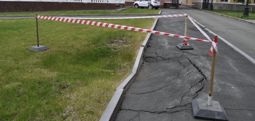 Фотофакт: грунт провалился у резиденции главы Удмуртии