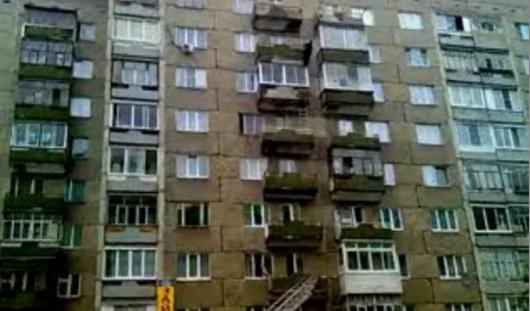 В Ижевске мужчина сорвался с 8 этажа и остался жив