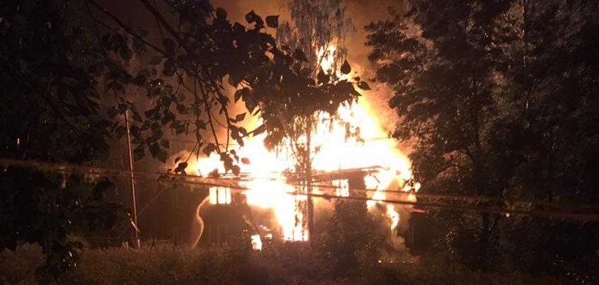 Деревянный барак сгорел на окраине Ижевска