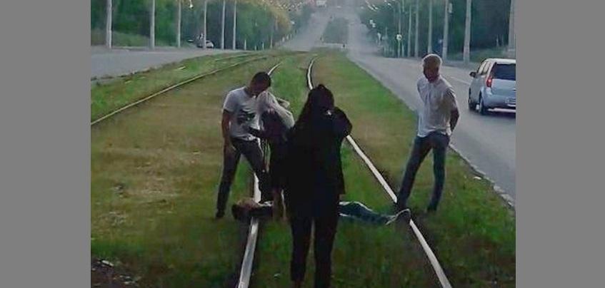 Лежащий на путях подросток остановил трамвай в Ижевске