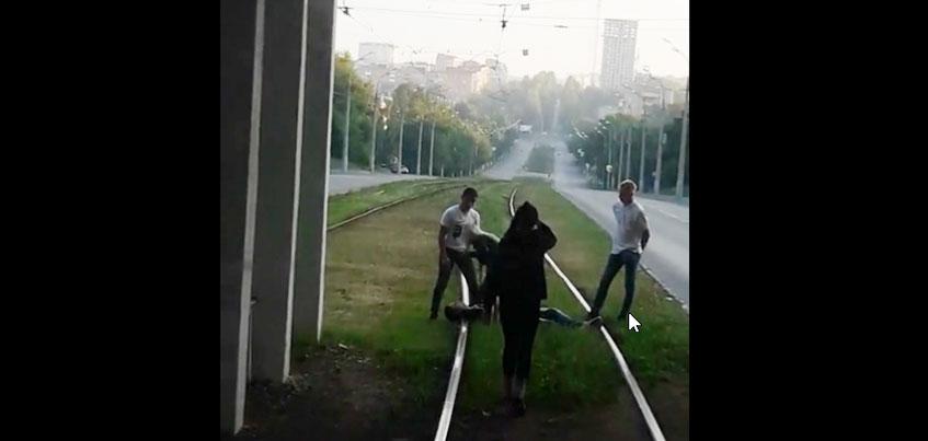 «Недетская игра на рельсах»: полиция проводит проверку по факту видео с подростками в Ижевске
