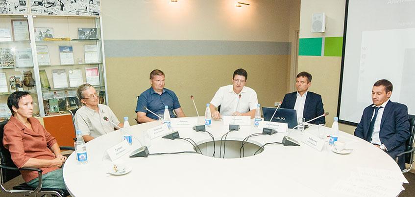 Реновация жилья и переход к прямой демократии: как прошла вторая встреча кандидатов на пост главы Ижевска