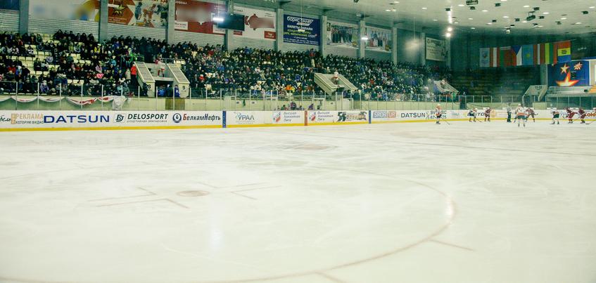 Хоккейная «Ижсталь» остается в ледовом дворце