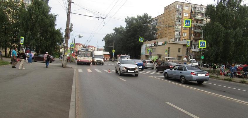 Двух женщин сбили на пешеходных переходах Ижевска