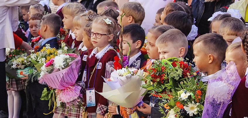 Чай и колбаски вместо цветов: где в Ижевске можно купить необычные букеты к 1 сентября?