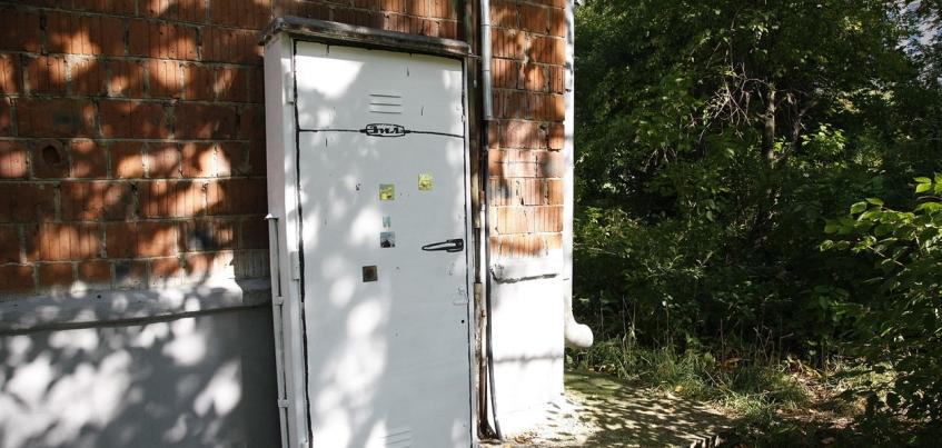 Пять распределительных щитов в центре Ижевска стали «холодильниками с магнитиками»