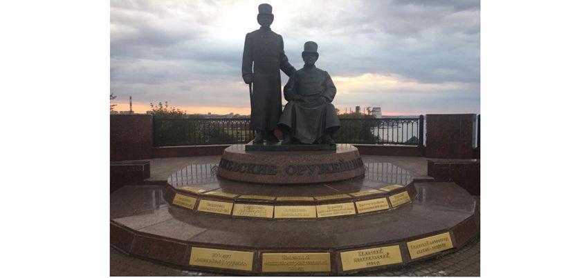 Фотофакт: памятник оружейникам отремонтировали в Ижевске