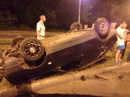 В Ижевске на улице Карла Маркса перевернулся автомобиль