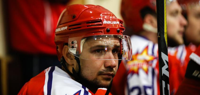 Хоккейная «Ижсталь» рассталась в двумя защитниками