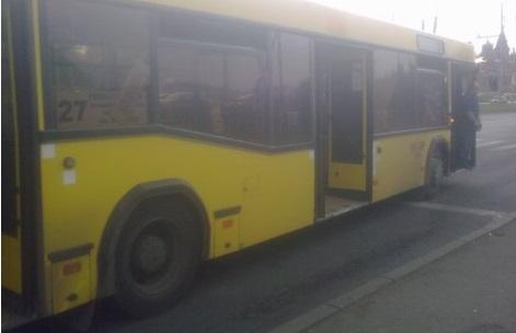 Автобус сбил пожилую женщину на остановке в Ижевске