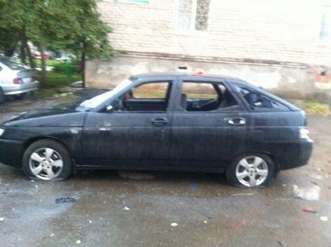 В Ижевске девушка разбила автомобиль дубинкой