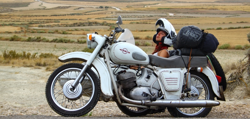 Пара из Ижевска проехала почти 14 тысяч километров из-за ошибки в биографии создателя мотоцикла «Иж» Петра Можарова