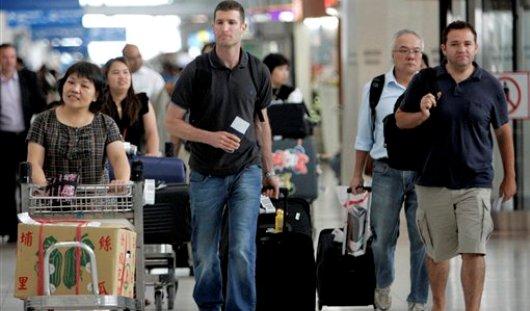 Около двух тысяч клиентов разорившихся турфирм остаются за границей