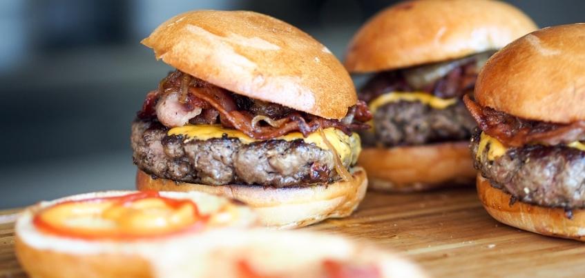 Замглавы администрации Ижевска: гамбургерами детей кормить не будут